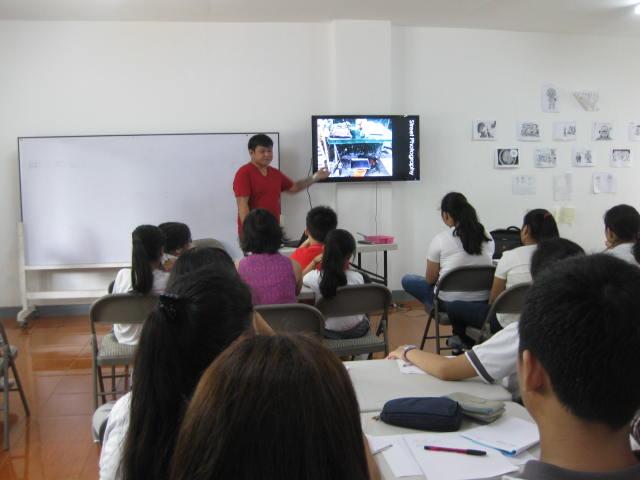 Seasoned Photographer Trains AJV Students on Photo Journalism